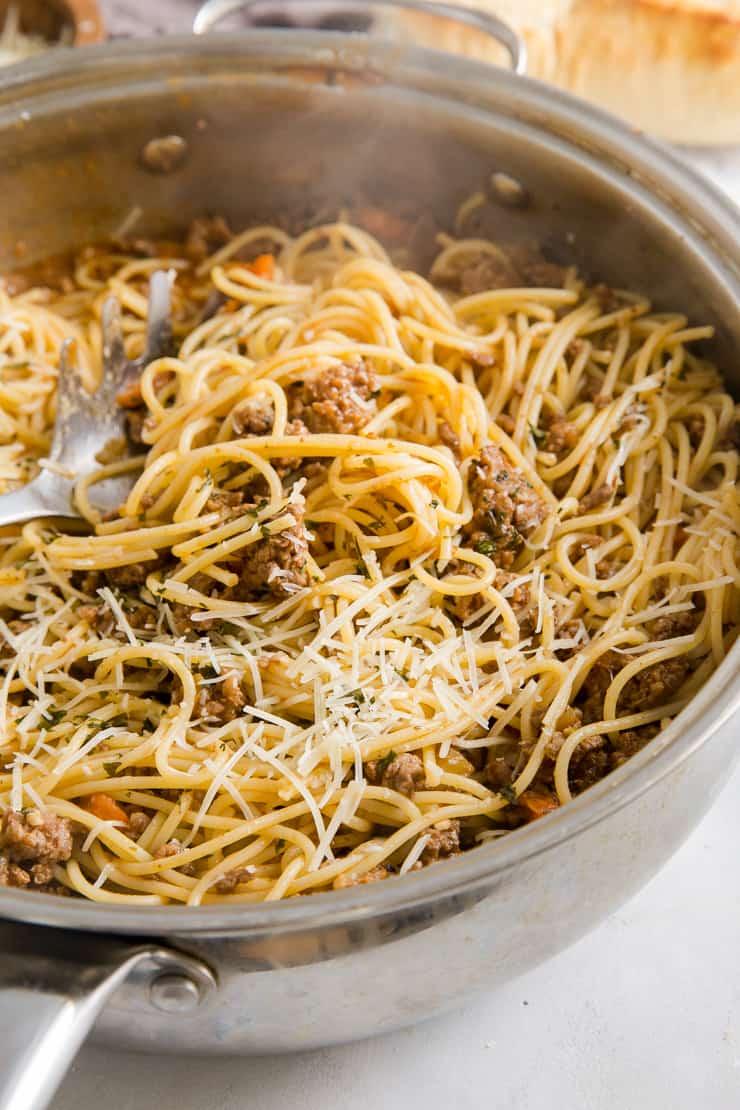ragu and spaghetti together