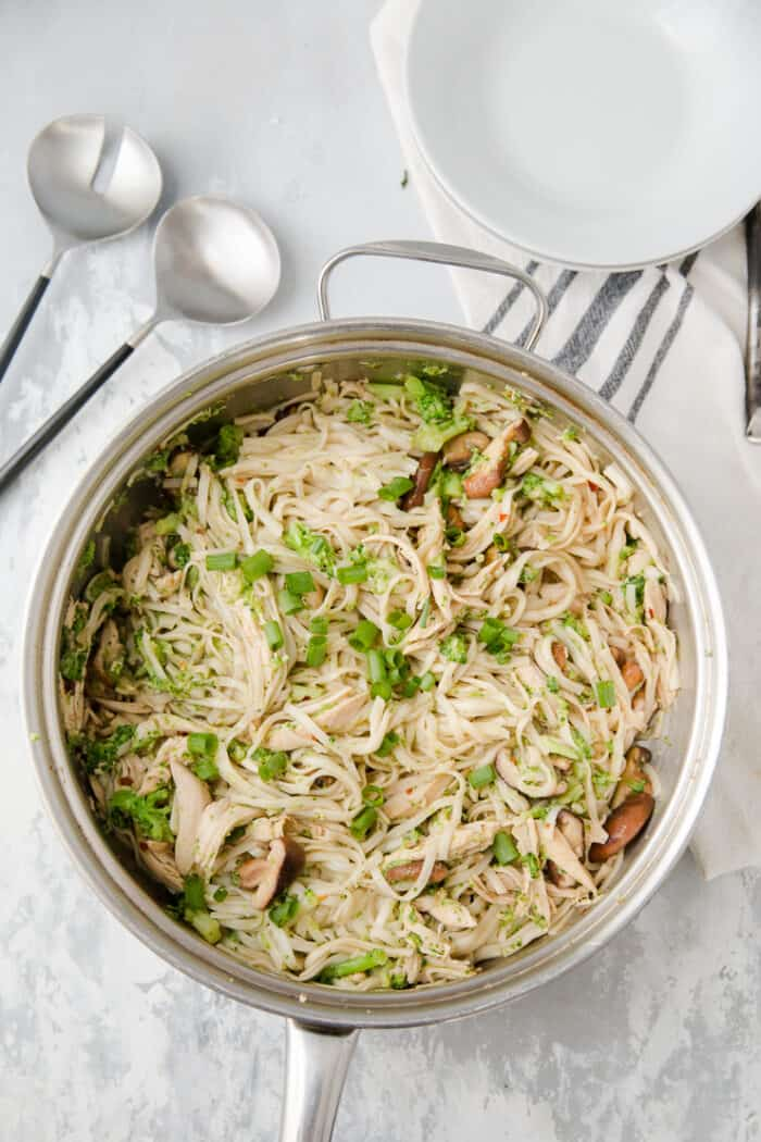 chicken chow mein with broccoli