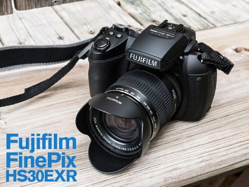 Photo du Fujifilm FinePix HS30EXR, vue de trois-quart