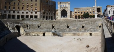 A Roman amphitheatre still at the heart of the town