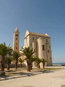 Another view of the Trani cathedral