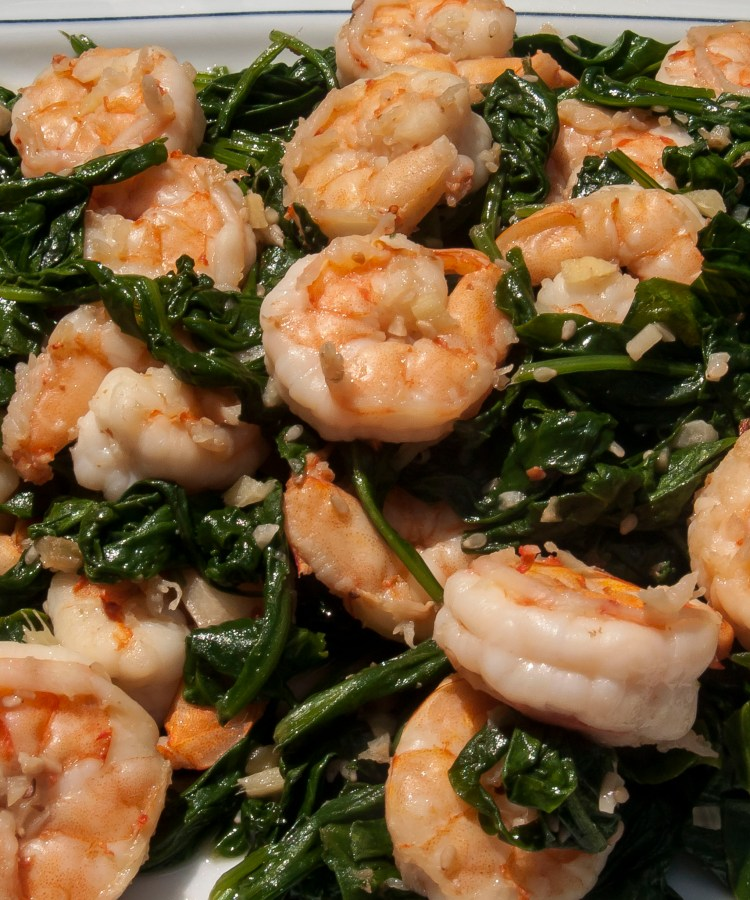 Sauteed Sesame Shrimp with Spinach is an easy and healthy meal that can be prepared in 15 minutes. Cleaning the shrimp with salt and water produces tender, moist and crunchy shrimp. A simple meal that all shrimp lovers will enjoy.