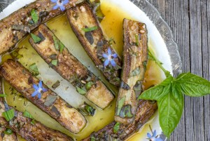 Marinated Zucchini and Seared chicken skewers with rosemary recipe.