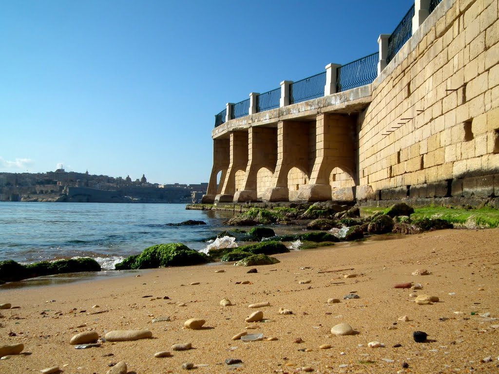 Renella Bay with a view on Valletta