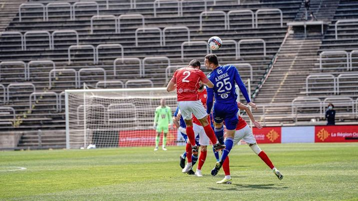 © RCSA. Les Alsaciens et les Gardois se quittent dos à dos. Un match nul qui n'arrange personne.