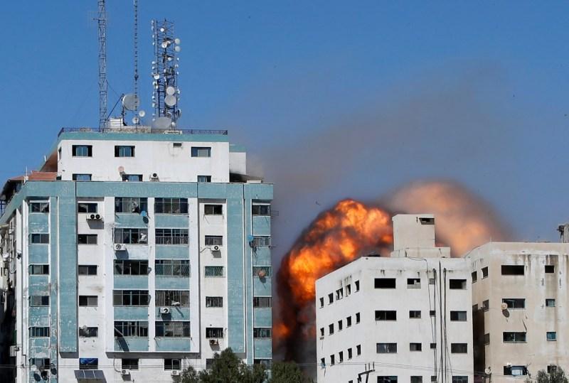 Gaza : l'immeuble des médias Al-Jazeera et Associated Press, bombardé par l'armée israélienne ©twitter Al-Jazeera