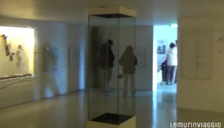 il ragazzo invisibile nel museo della stregoneria di Holmavik in Islanda