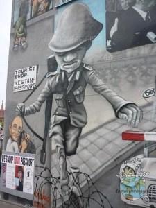 Muro di berlino un salto per la libertà