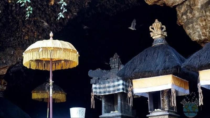 Grotta dei pipistrelli al tempio pura Goa Lawah