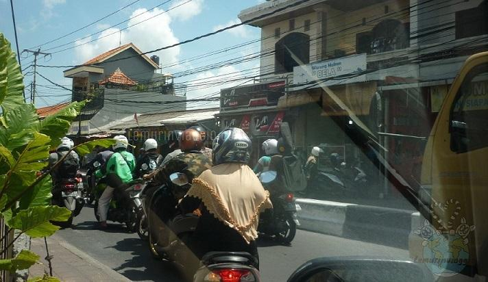 Guidare a Bali è come stare sulle montagne russe