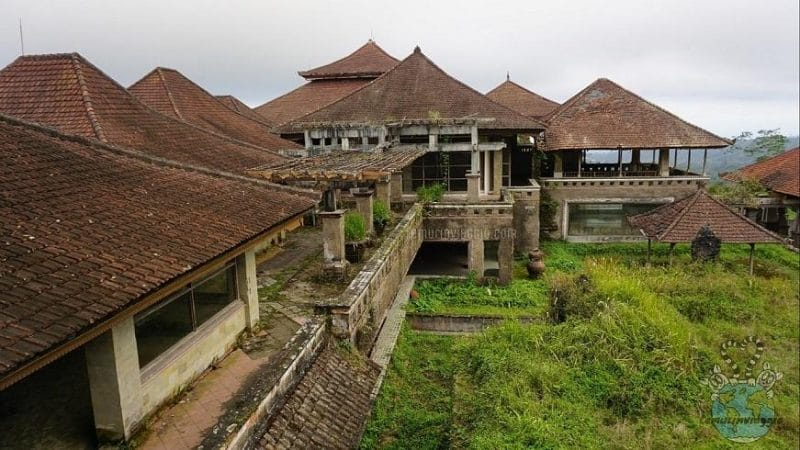 Esplorazione all'interno del Ghost Palace il palazzo fantasma di Bali