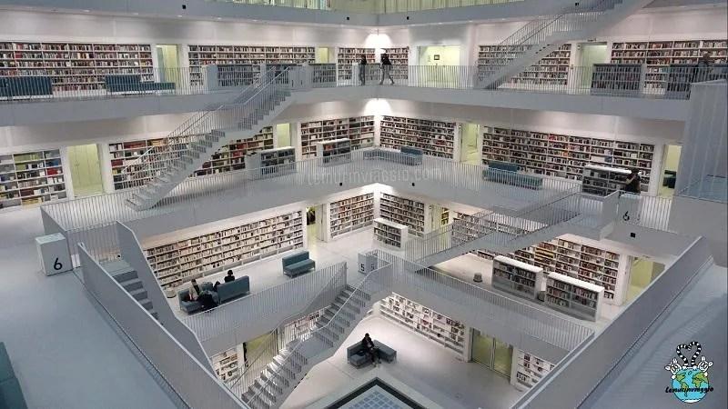 La biblioteca di Stoccarda è una delle più belle al mondo