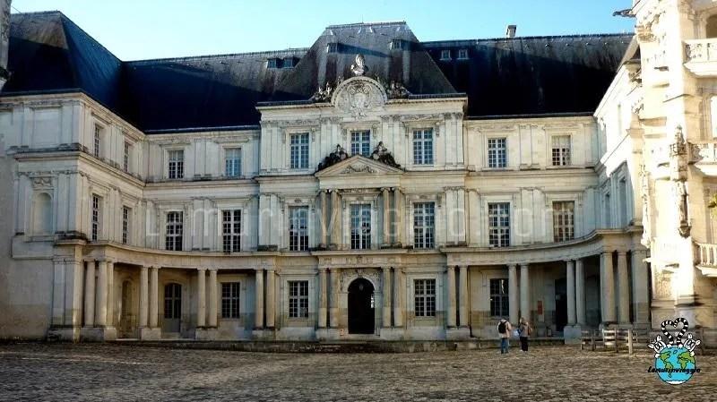 Il castello di Blois nella valle della Loira in Francia
