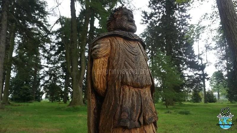 Statua del re Duncan al Macbeth trail del Castello di Glamis
