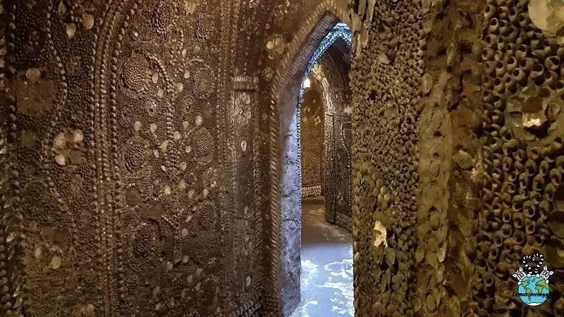 Passaggi e corridoi decorati con le conchiglie nel Shell Grotto di Margate. Kent - Inghilterra