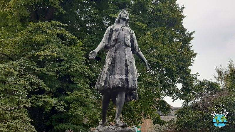 Ciò che molti non sanno è che Pocahontas ha vissuto in Inghilterra, ecco perchè a Gravesend c'è una statua a lei dedicata!