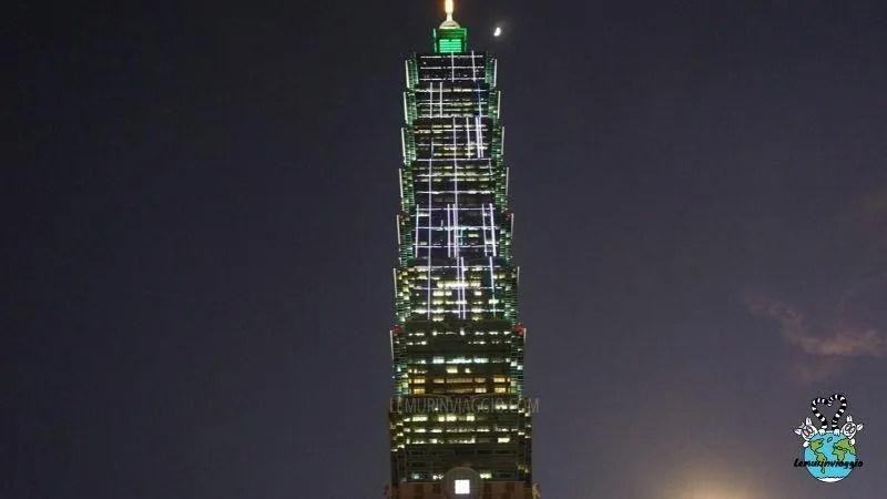 Illuminazione serale del Taipei 101 di Taiwan