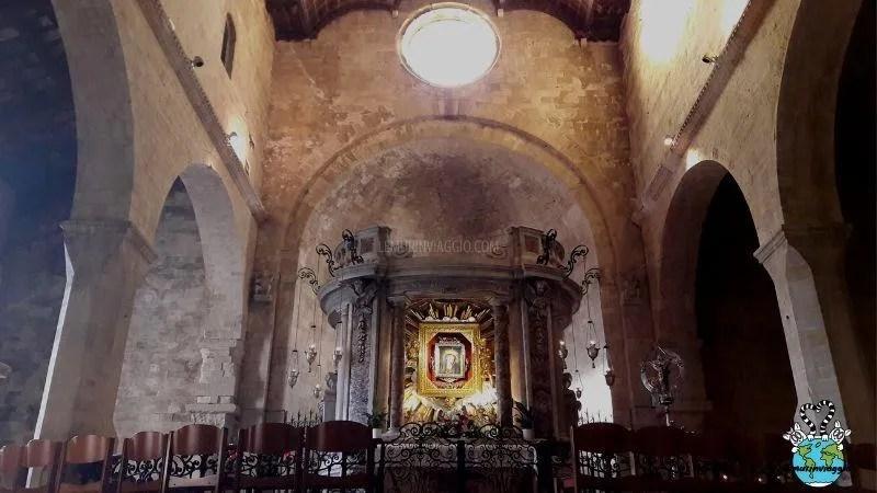 Dipinto della Madonna nel duomo di San Ciriaco nell'edicola del Vanvitelli