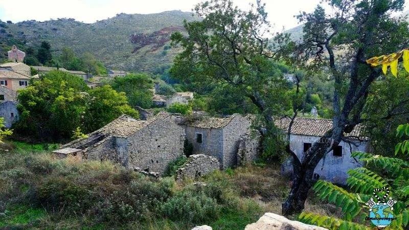 un villaggio abbandonato vicino al monte Pantocrator nell'isola di Corfù