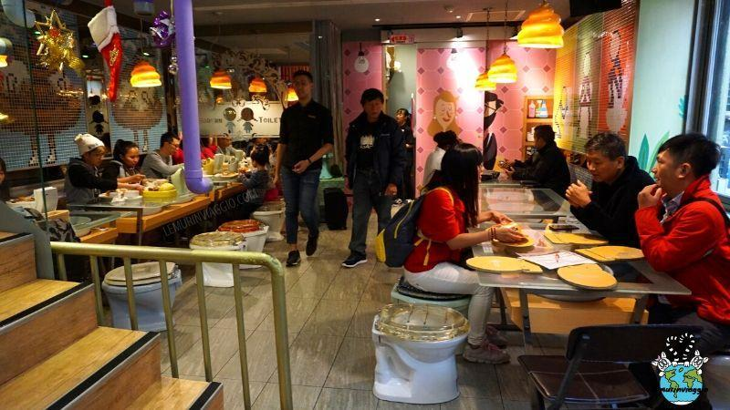 il curioso Modern Toilet Restaurant nel quartiere ximending di Taipei a Taiwan