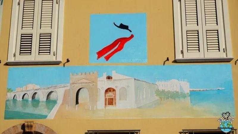 itinerario a Rimini tra i murales che rappresanto vita e opere di Fellini