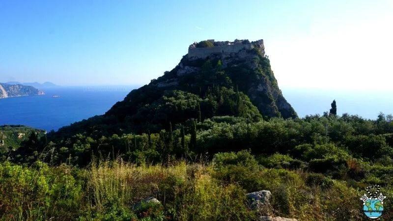 antiche rovine della Fortezza Angelokastro