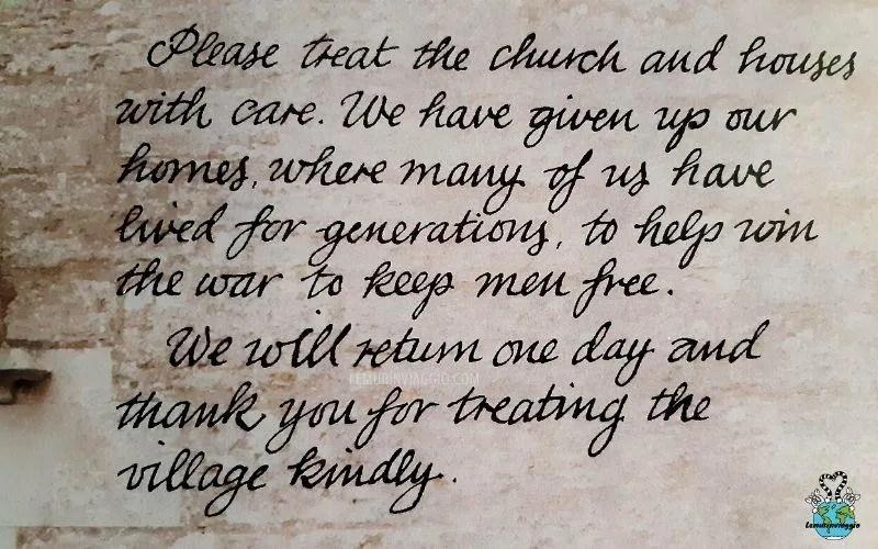 messaggio lasciato sulla porta della chiesa di Tyneham prima dell'abbandono