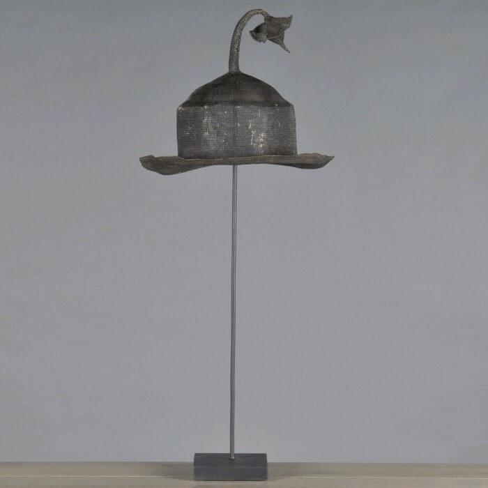oggetto decorativo cappello in ferro