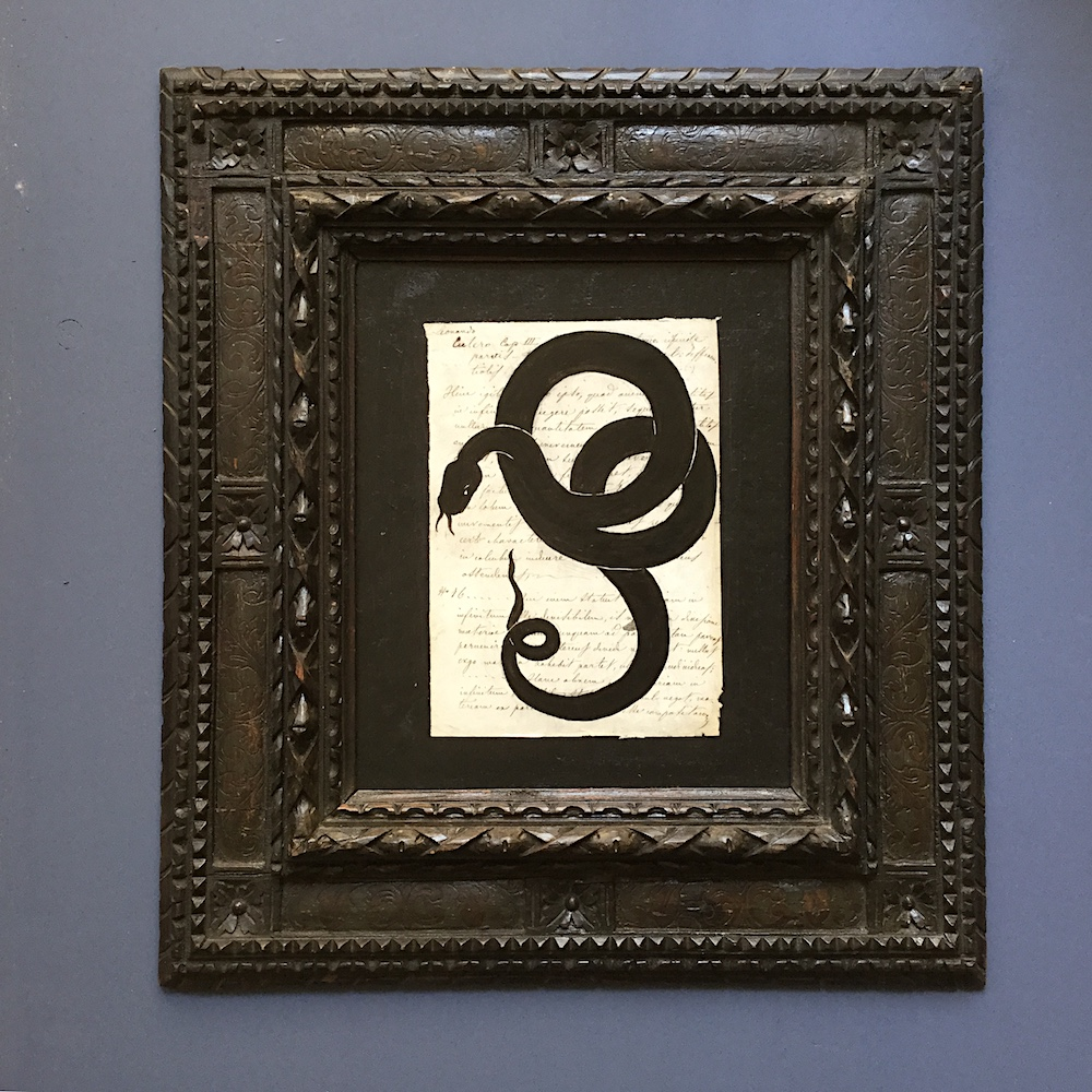 Silhouette-serpente-su-pergamena