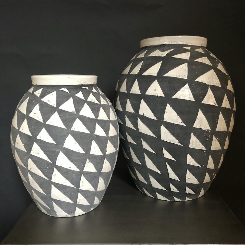 vasi grigi e bianchi terracotta