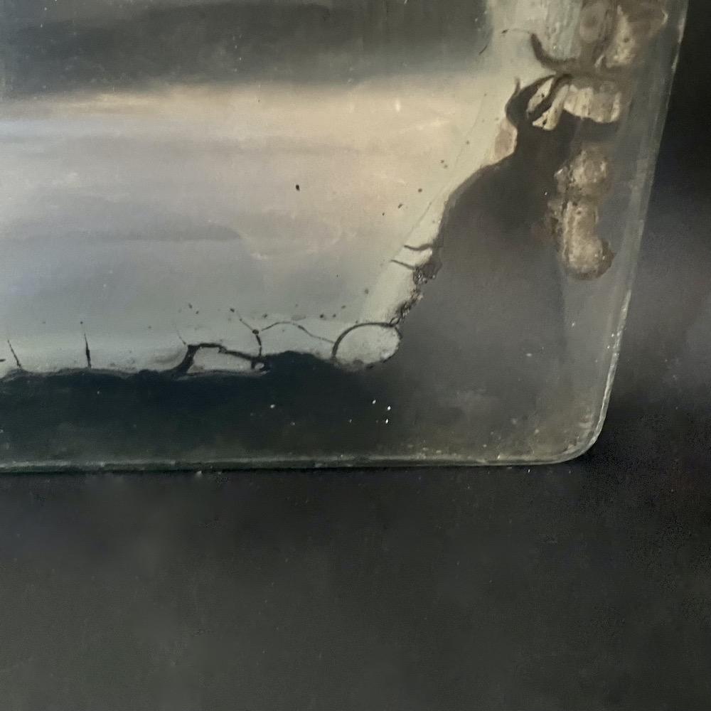 vecchio specchio rovinato