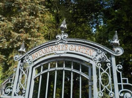 1-botanischergarten-tor-gruenerbeton
