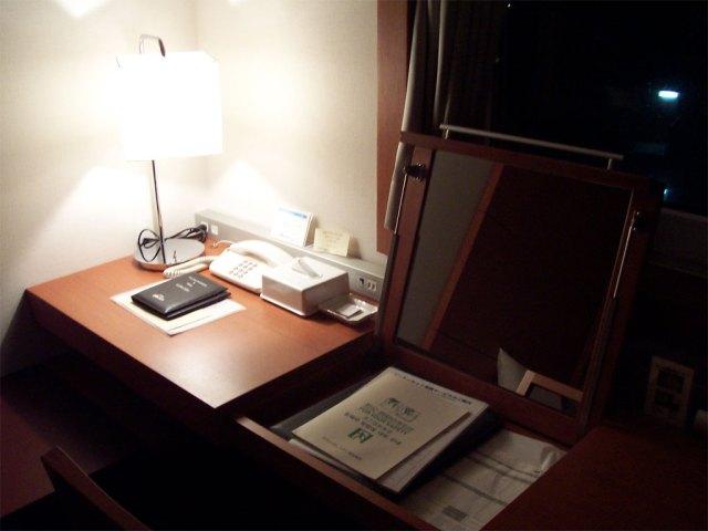 Hotel-Desk-2