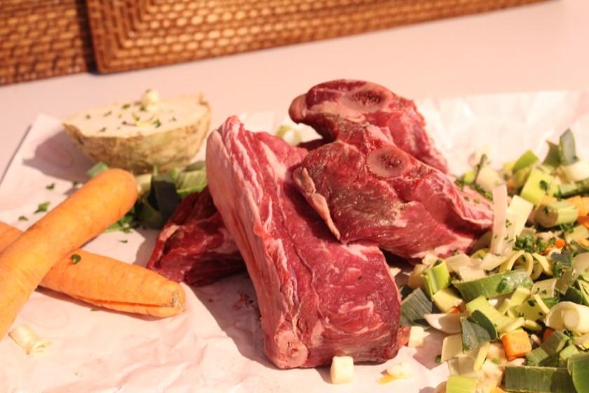 Suppenfleisch und Gemüse