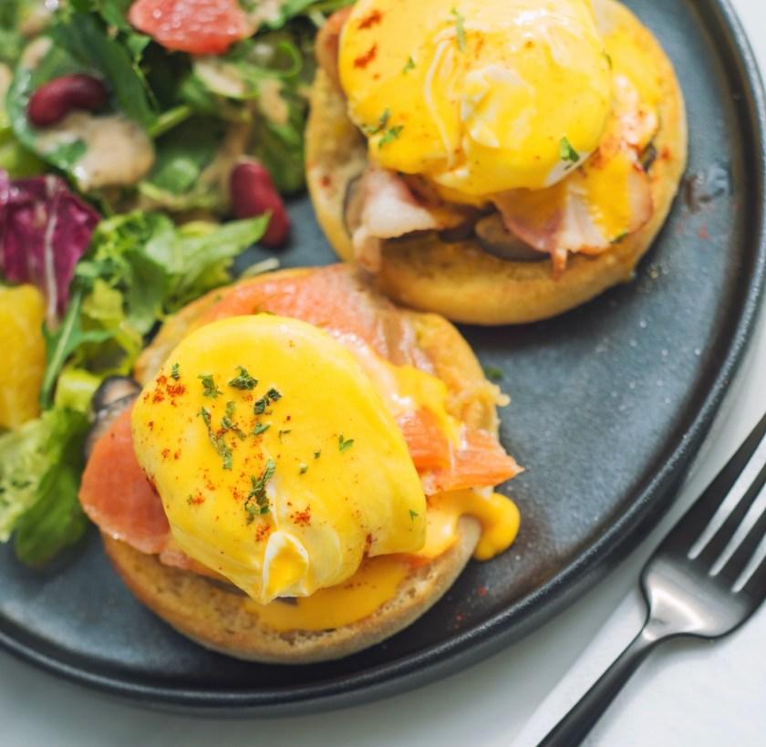 English Muffin mit Lachs und Ei