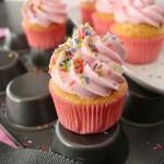 Valtentinstag Cupcake mit pinkfarbenen Frosting