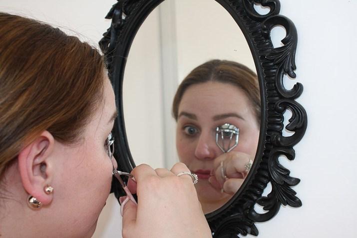 How to apply false eyelashes using social eyes lashes by lena talks beauty
