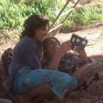 03 Mané, l´initiatrice de la communauté Aquí se celebra la Vida et guérisseuse au Kambô lenaventures