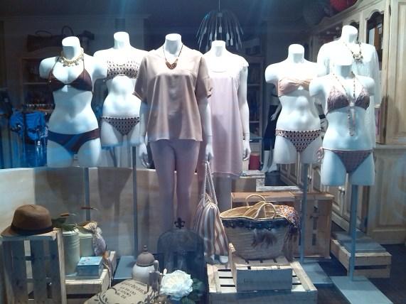 Bikinis, complementos y moda.