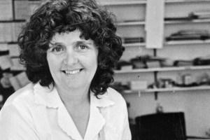 Bà Chrissie Maher năm 1979, lúc khởi xướng phong trào Plain English Campaign.