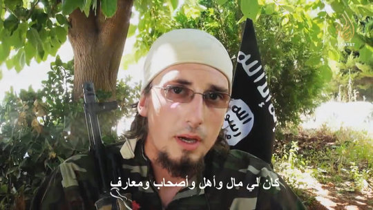 """Trung tâm Truyền thông Al-Hayat, một bộ phận trực thuộc ISIS cung cấp các tư liệu chủ yếu bằng ngôn ngữ không phải tiếng Ả rập nhắm đến người phương Tây, phát tán video về André Poulin, một người Canada """"tử vì đạo""""."""
