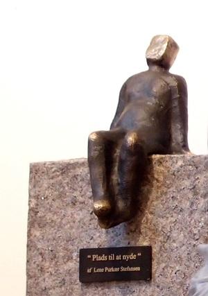 Bronzeskulptur_bronzefigur_Støbning_Lene_Purkaer_Stefansen_Skulptur_på_granit
