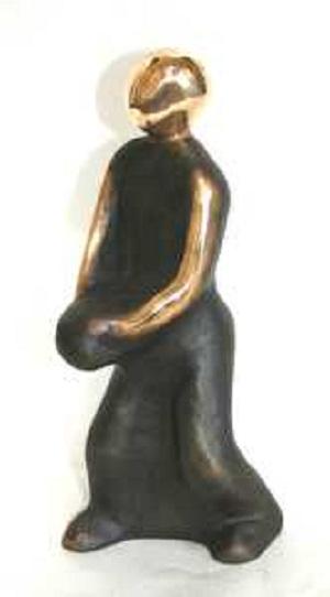 bronzeskulptur_lene_purkaer_stefansen_bronzefigur_kunst_skulpturer_Kast_bolden_for_livets_muligheder