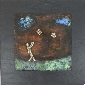 bronzebillede_kunst_bronzeskulptur_lene_purkaer_stefansen_varemaerkebeskyttet_Livet_kan_vaere_som_en_leg_med_sommefugle