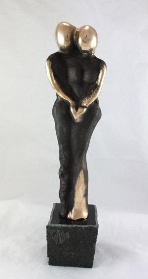 en_bronzeskulptur_lene_purkaer_stefansen_bronzefigur_kunst_skulpturer_Vores-kaerlighed-goer_mig_lykkelig