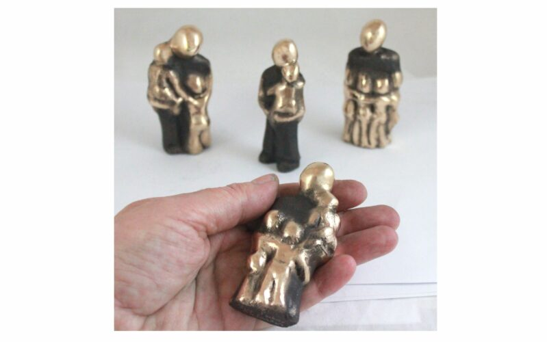 """Far skulpturerne – Far med sine børn """"En fars kærlighed…"""""""