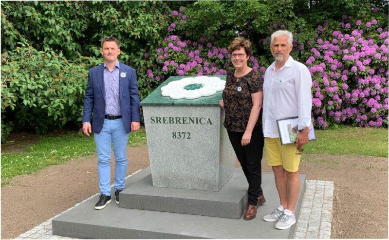 """Monument for Srebrenica – Blomsten """"Remembering"""""""