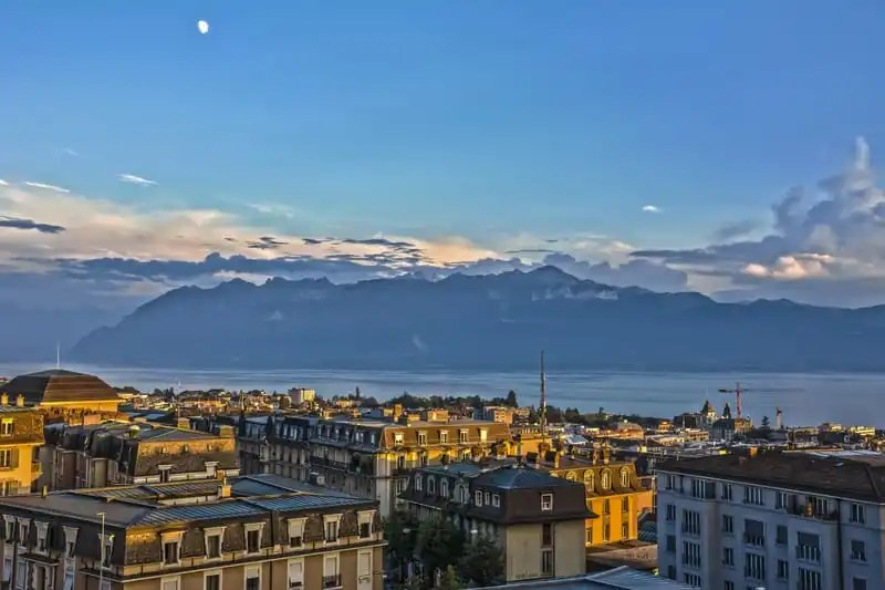 Lausanne at sunset © Sylgal | Dreamstime.com