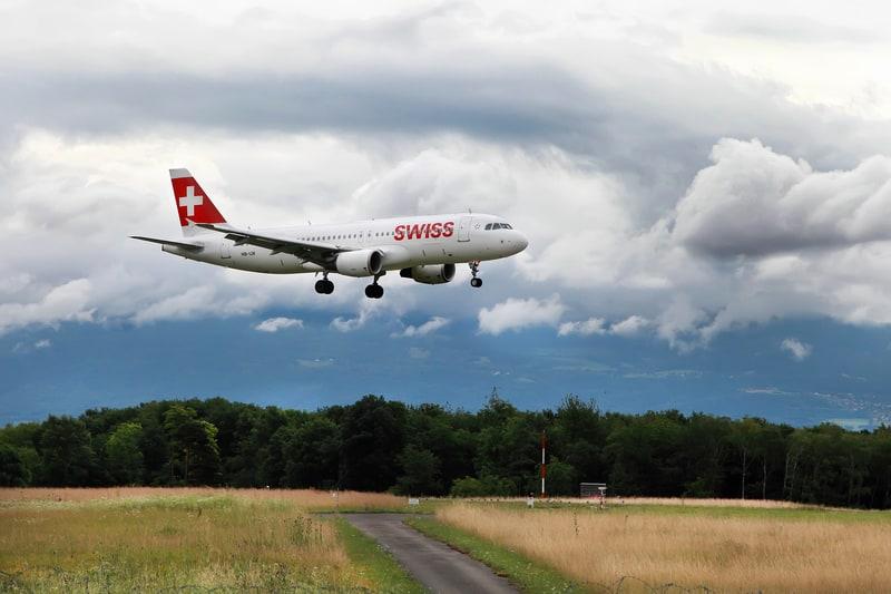 Geneva airport flight paths