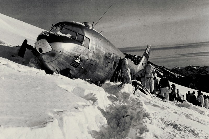 Source: Rega – stranded American DC-3 Dakota aircraft on the Gauli Glacier 1946